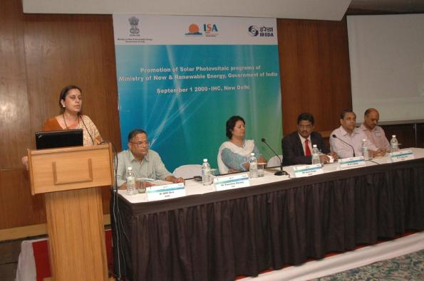 Poornima Shenoy of ISA welcoming delegates. On the dias (L-R): Dr. Dr B.M.S. Bist, Ms Gauri Singh, B.V. Naidu, Debashish Majumdar and Rajiv Jain